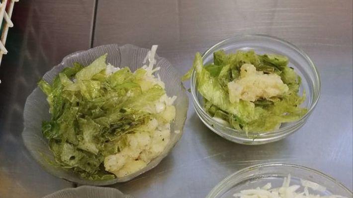 Ein Salat zum Essen darf bei uns nicht fehlen. 🥗